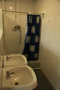Умывальники и душ в 1-2 корпусе