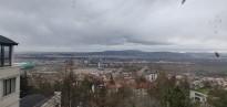 Вид на город в пасмурную погоду